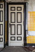 Old wooden door — Stockfoto
