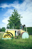 Steamroller in a meadow — Stock Photo