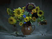 Beautiful sunflowers in a vase — Stock Photo