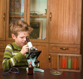 Little boy making science experiments. Education. — Stock Photo