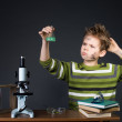Young boy performing experiments. Little scientist. — Stockfoto