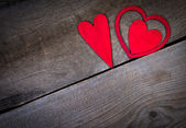 Red hearts on old wood with copy space. Valentines day background. — Foto Stock