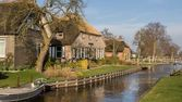 Historic wooden house Belt Schutsloo Giethoorn — Stockfoto