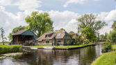 Village view on Dwarsgracht Giethoorn — Stock Photo