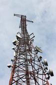 Telefon signal sändaren tower — Stockfoto