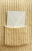 ο φάκελος δίχρωμος λευκός (επιστολή) στην τσέπη — Φωτογραφία Αρχείου