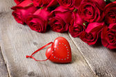 Red heart, red roses  — Stock Photo