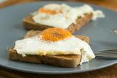 Spiegelei auf Toast — Stock Photo