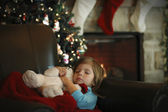 A little girl sleeps in anticipation for Christmas — Stok fotoğraf