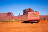 Abandoned caravan in the Monument Valley — Stock Photo
