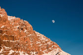 The moon rising behind the mountain — Stockfoto
