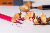 Een rood potlood slijpen — Stockfoto