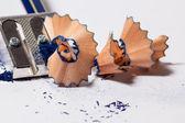 Afilar un lápiz azul — Foto de Stock