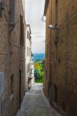 Alley in a medieval village of Italy — Stock Photo