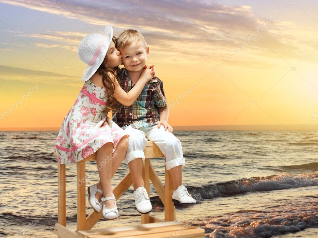 Фото с маленькими девочкой и мальчиком 6 фотография