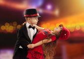 Lindo menino e menina dançando — Foto Stock
