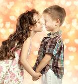 Little girl kissing boy — Stock Photo