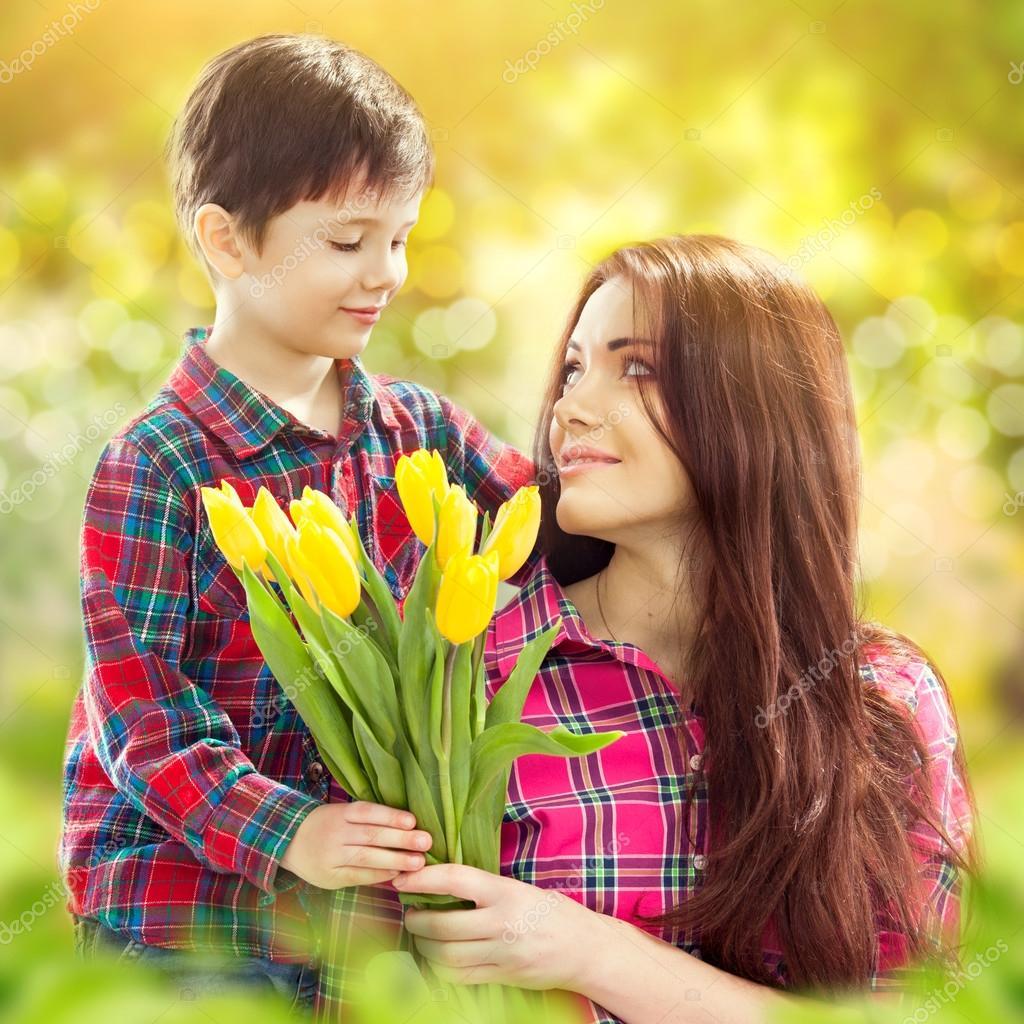 Дарят ли на свадьбу цветы: какие и 47