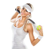 Succesvolle vrouw met racket op de tennisbaan — Stockfoto