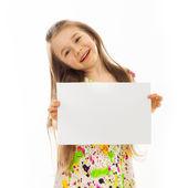 Ragazza con un foglio di carta bianca — Foto Stock