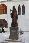 Monument to Bishop Seraphim Dmitrovskoye. — ストック写真