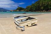 Bateau l'aventueiro de la plage de l'île ilha grande, Brésil — Photo