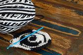 Black and white crochet potholder — Stock Photo