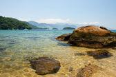 Transparent water and beautiful mountains, Ilha Grande, Brazil — Stockfoto