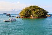 Island boat sea mountains Abraao Beach of Ilha Grande, Brazil — Foto Stock