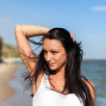 Beautiful Girl in Tropical Resort — Stock Photo #51153451