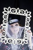Woman posing with picture frame — Stockfoto