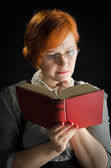 Young Woman Reading Book — Stock fotografie
