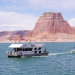 Boat floating in Lake Powell, Utah — Stock Photo #38006801