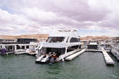 Pier for houseboats amd boats in Lake Powell — Stock Photo