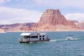Boat floating in Lake Powell, Utah — Stock Photo