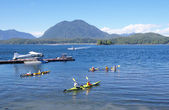 Seaplane, boats and five kayaks in Tofino port Vancouver Island — Stock Photo