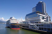 Cruise ship in harbour Vancouver , British Columbia, Canada — Stock Photo