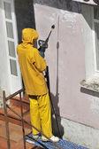 Nettoyeurs haute pression de travail homme — Photo