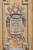 Detalhes de xilogravuras em the gates antigos e históricos — Fotografia Stock
