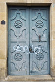 Large and stately wooden doors — Foto de Stock
