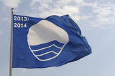 Blue flag that distinguishes european best beaches — Stock Photo