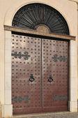 Doors with bronze door knockers — Foto Stock