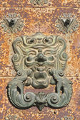 Bronze face knocker — Stockfoto