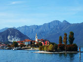 Autumn view of the Fishermen Island, Lake Maggiore, Piedmont, Italy — Stock Photo