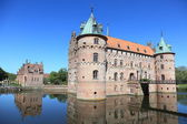 Egeskov castle and lake — Stock Photo