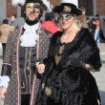 Venetian couple at Venice carnival — Stock Photo #46962145