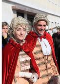 Couple in Venetian costumes at Venice carnival — Foto de Stock