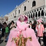 Venetian performers at Venice carnival — Stock Photo #47602759