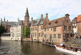 Historic center and canal of Brugge — Stock Photo