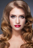 Beautiful woman looks softly and fascinating — Stock Photo